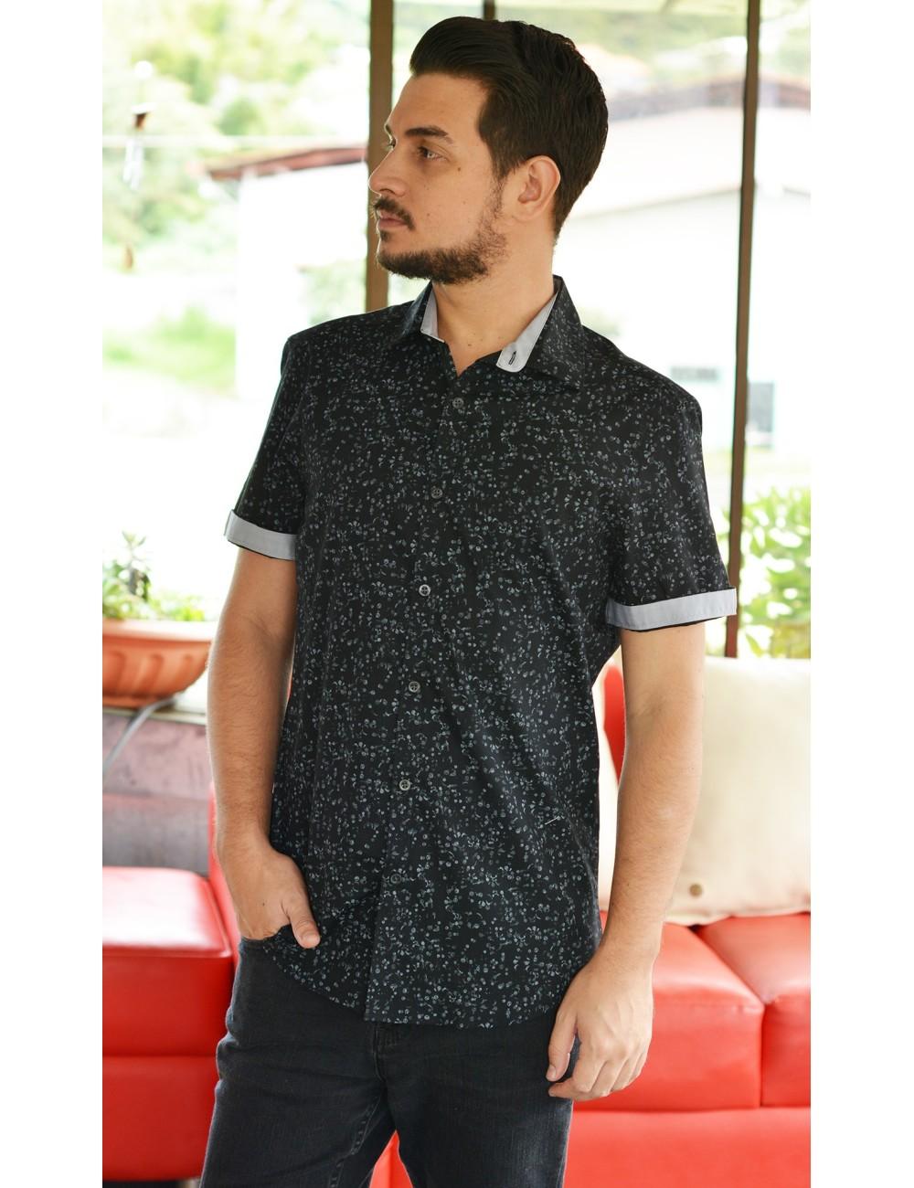 Camisa negra manga corta con estampado gris