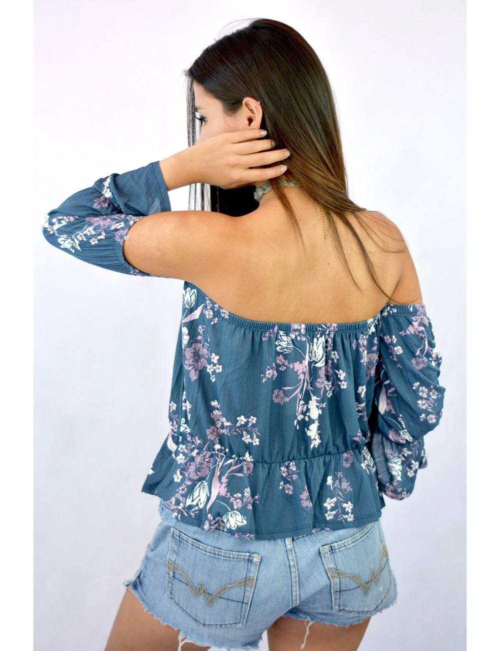 Blusa hombros descubiertos manga campana 3/4 con estampado flores