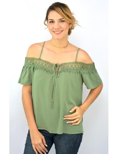 Blusa verde muzgo hombros descubiertos con crochet