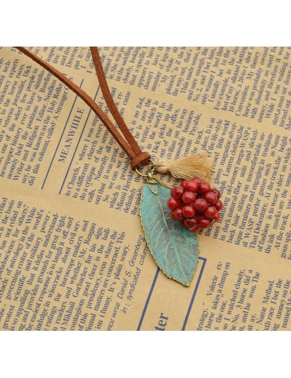 Collar de hoja turquesa y avellana roja