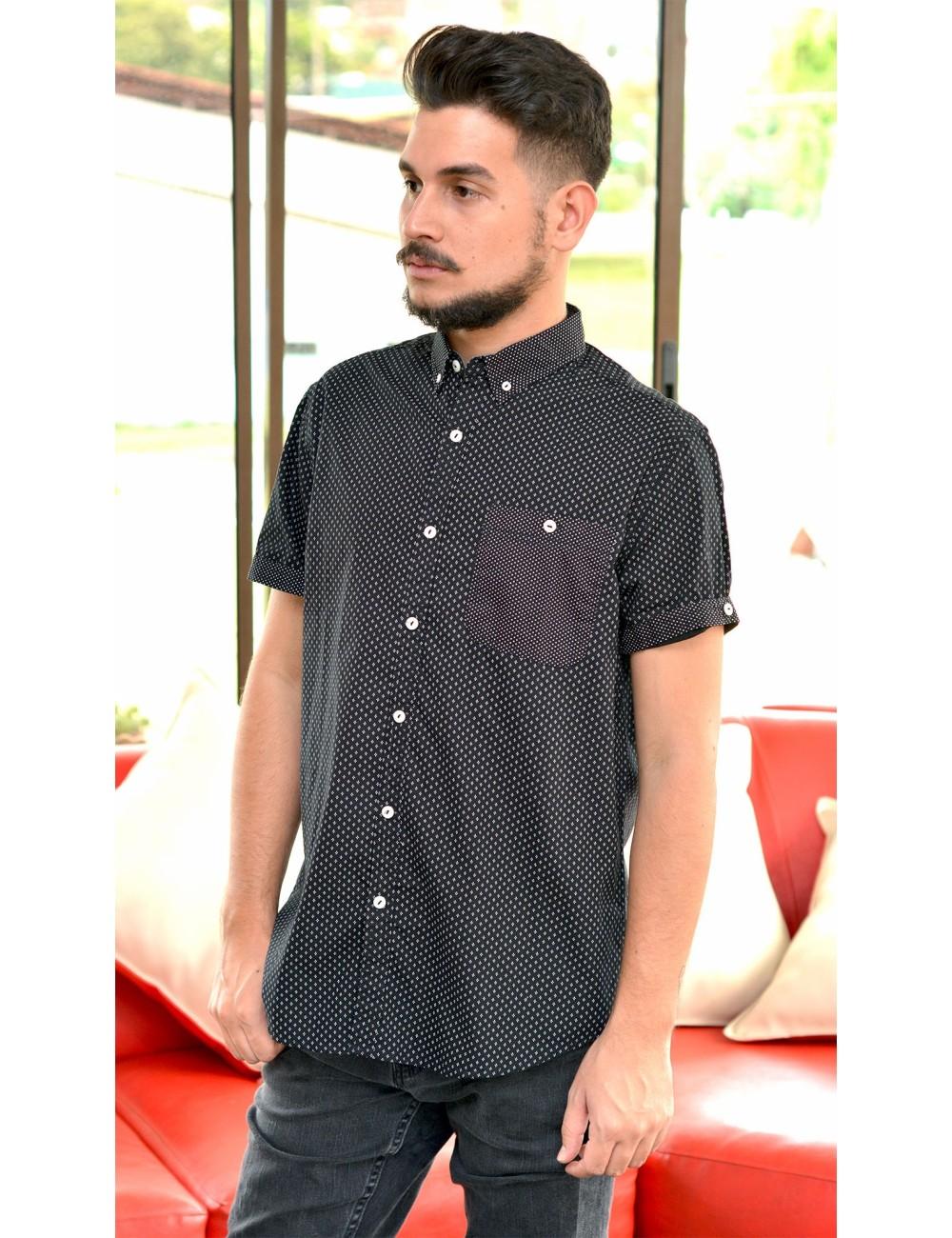 Camisa negra manga corta con estampado blanco