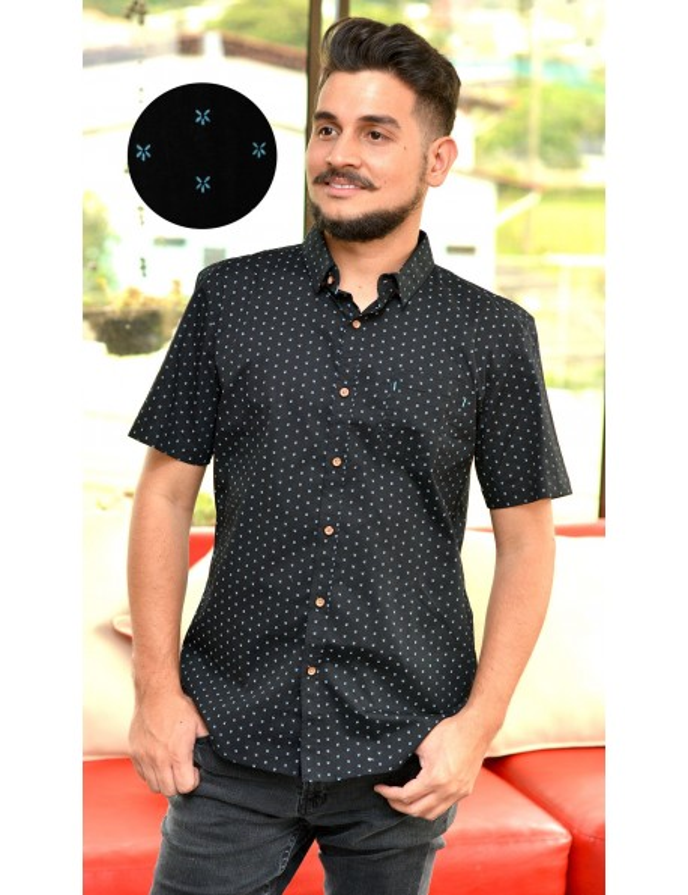 Camisa negra manga corta con estampado celeste