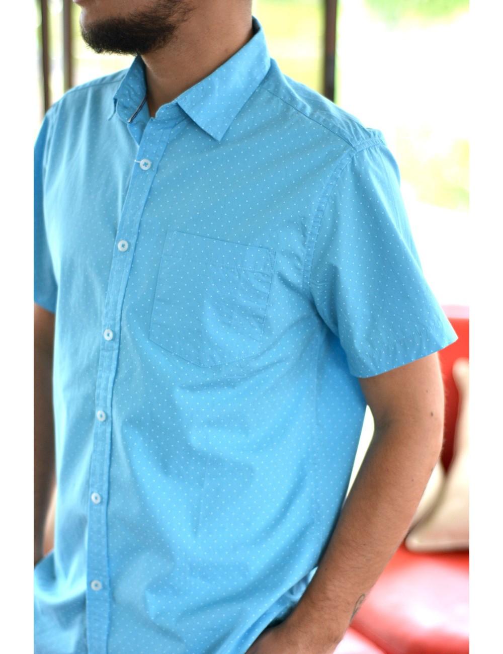 Camisa celeste manga corta puntos blancos