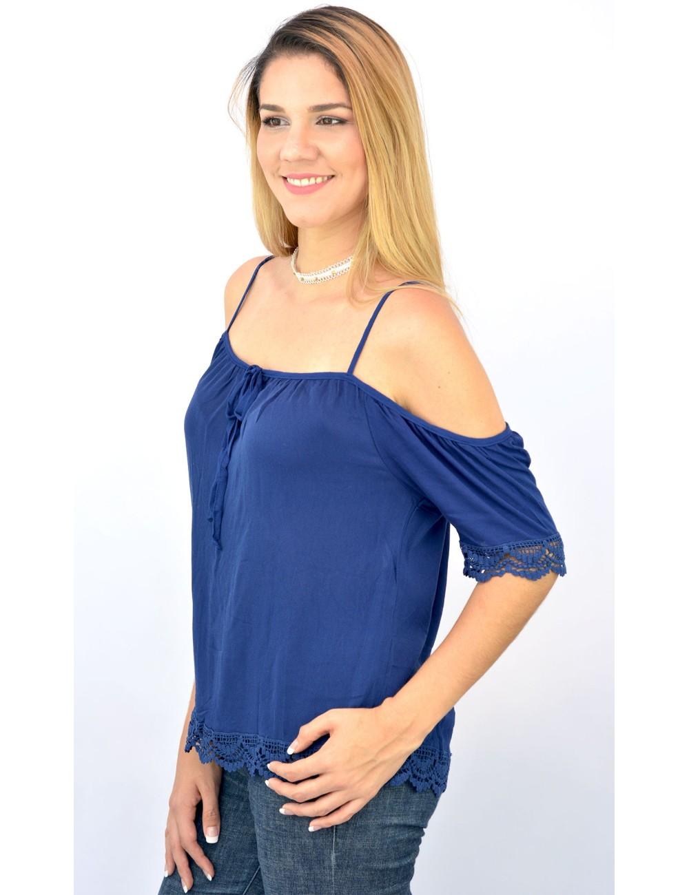 Blusa azul hombros descubiertos con crochet