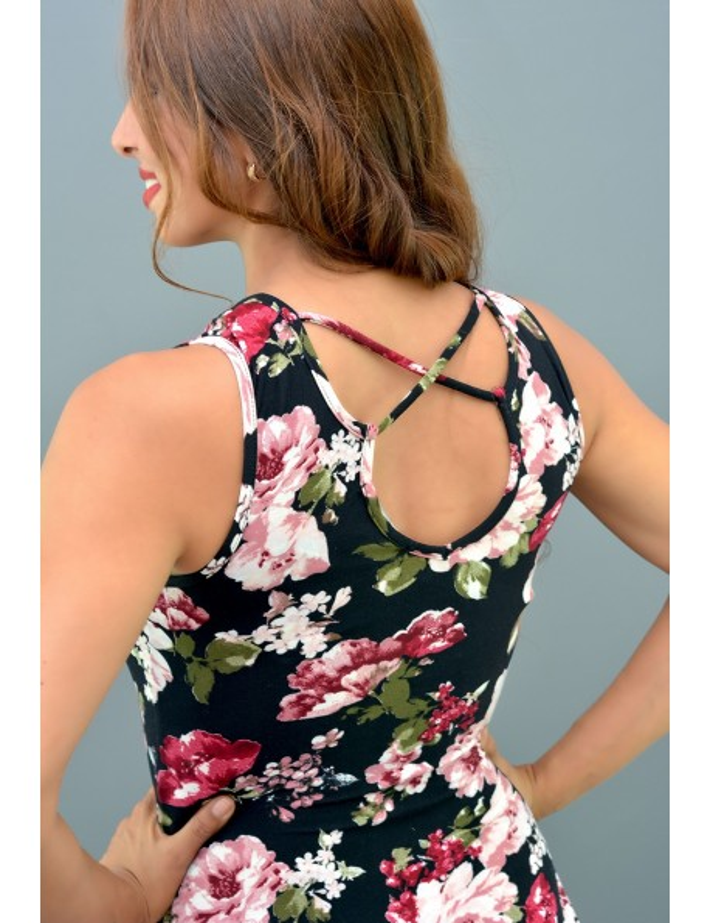 Leotardo negro flores rosadas tirantes con cordones