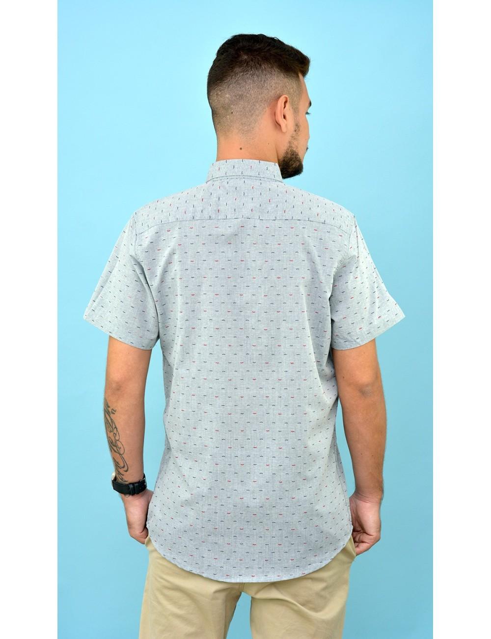 Camisa gris con estampado de vigotes