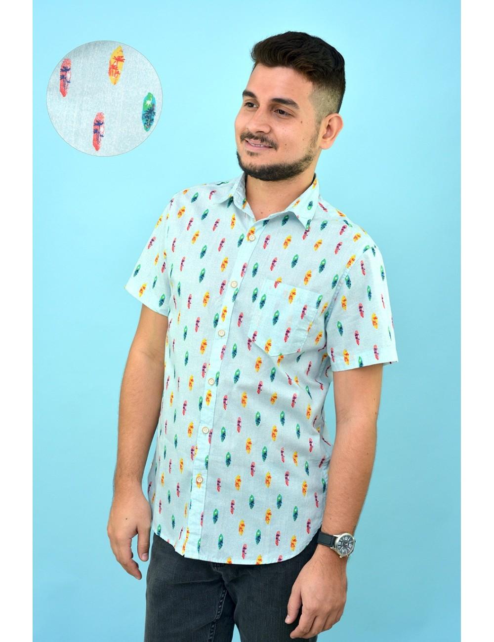 Camisa celeste con estampado tablas surf