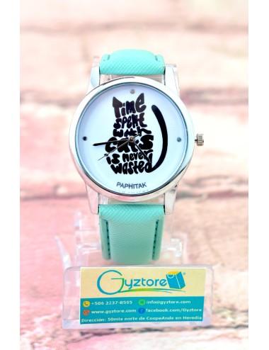 Reloj Fondo de Gato Formado por Letras
