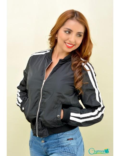 Jacket negro con rayas blancas en mangas
