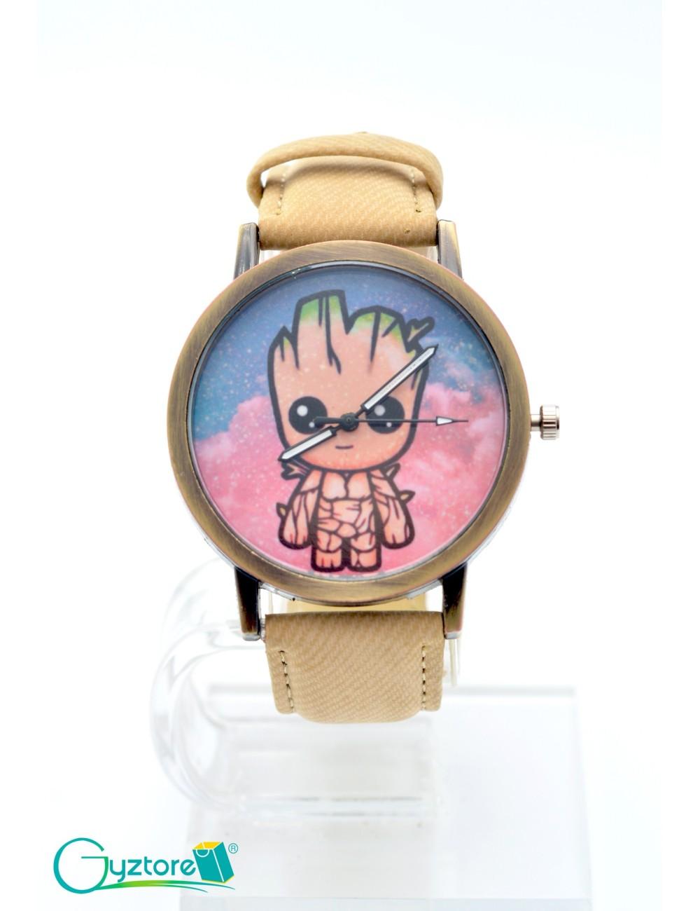 Reloj diseño de Groot con faja beige